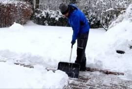 Уборка снега и сугробов