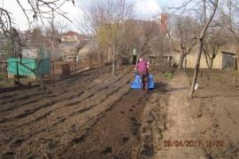 Вспашка земли и все работы по саду.