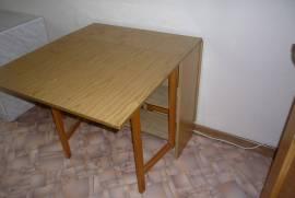 Продаю 2 новых  стола-тумбы.